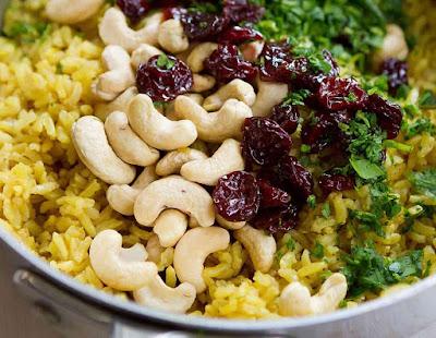 Arroz com Açafrão, Castanhas e Cerejas Desidratadas (vegana)