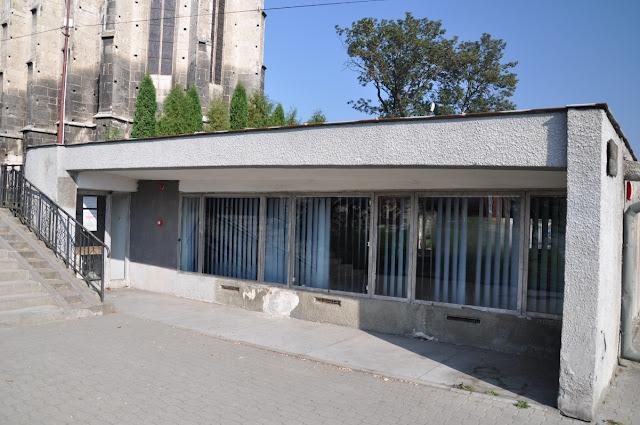 Wiślica - rezerwat archeologiczny z zachowanymi in situ reliktami kościoła romańskiego z przełomu XI i XII wieku pod hipotetycznym wezwaniem Św. Mikołaja