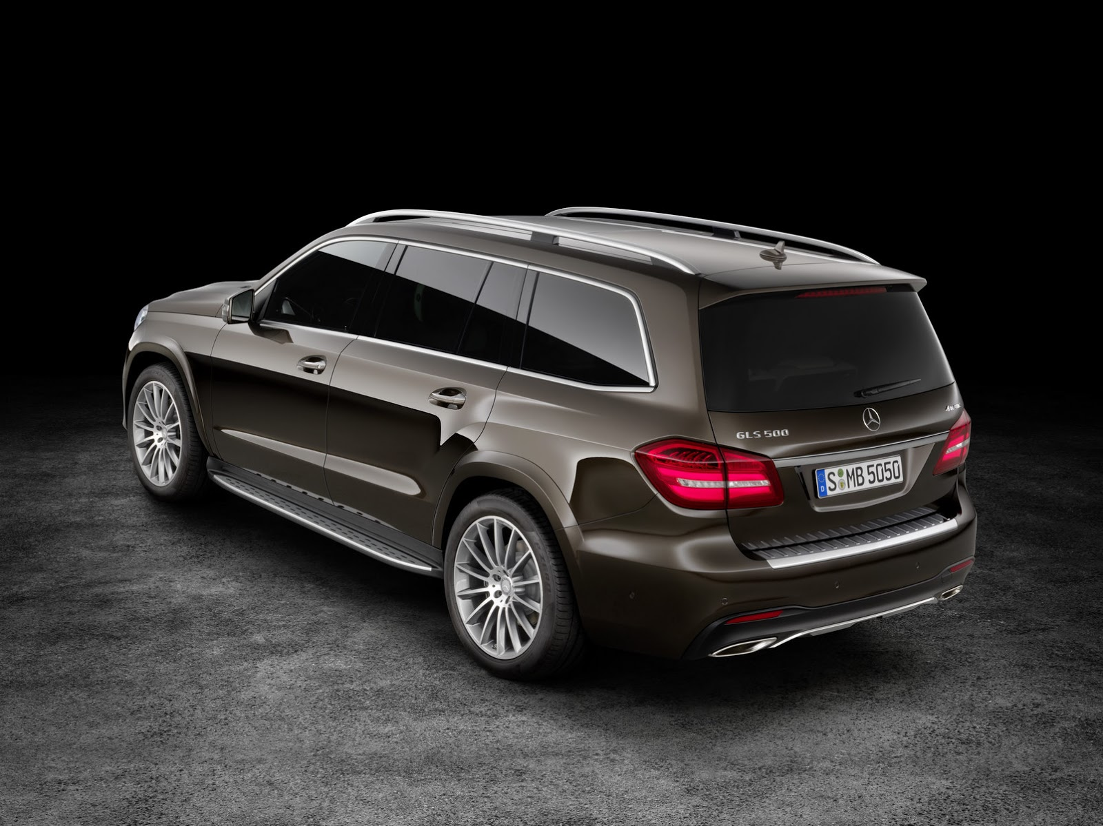 mercedes turns gl into 2017 gls says it s the s class of suvs 26 pics carscoops. Black Bedroom Furniture Sets. Home Design Ideas