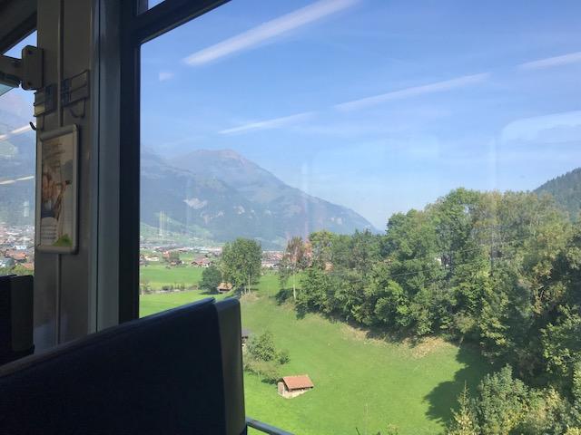 スイス・フルーティゲンから列車に乗ってブリークまで