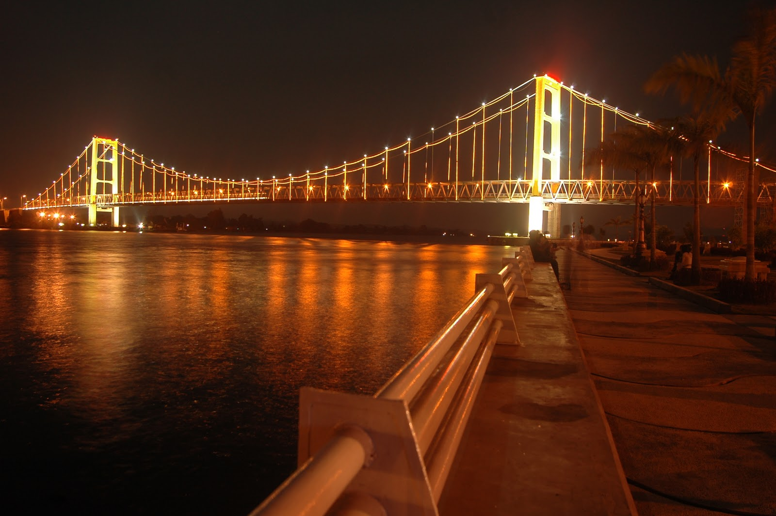 PAGUNTAKA CITY IN MEDIA JEMBATAN TENGGARONG RUNTUH KLIK