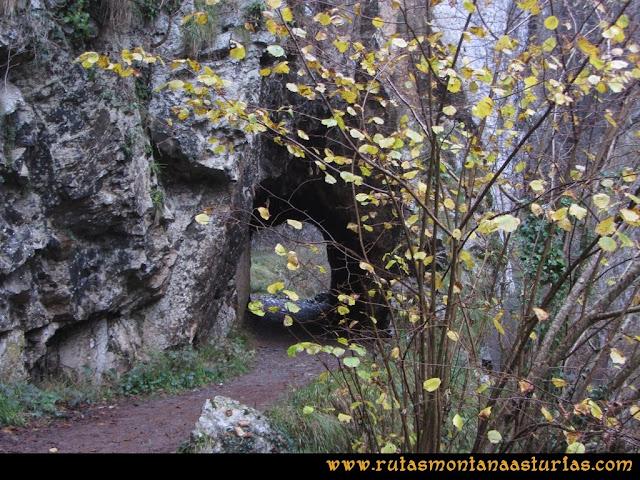 Ruta de las Xanas y Senda de Valdolayés: Segundo túnel