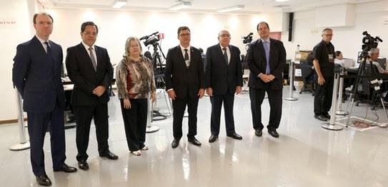 Ministros do TSE acompanham votação paralela no TRE-DF