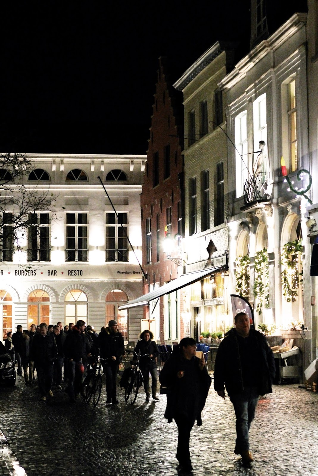 Nighttime tour in Bruges at Christmas