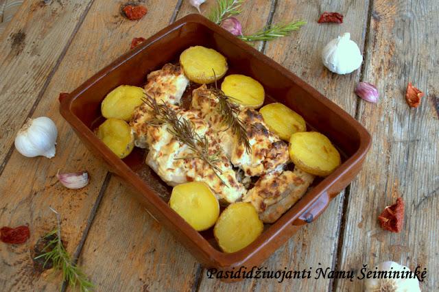 RECEPTAS: Vištienos krūtinėlė įdaryta tepamu varškės sūriu ir saulėje džiovintais pomidorais