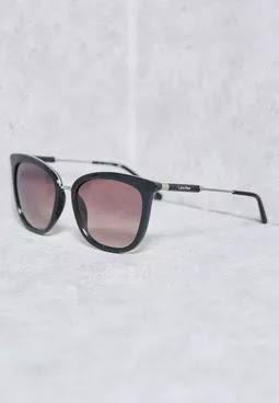 c90145221 ... و الكثير من التصميمات ذات الطراز العملي و الانيق الفاخر . لذلك احضرنا  لكم تشكيلة من نظارات كالفن كلاين لتحافظ على عينيك من اشعة الشمس و تظلي  عصرية انيقة