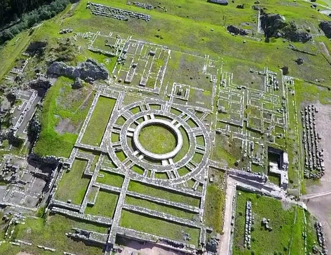 Xvlor Sacsayhuamán is the Killke nation ruins and expanded by Inca Empire