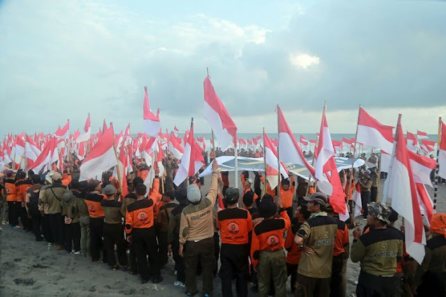 WOW! Kader PKS Jateng Bikin Koreografi 1000 Bendera Merah Putih