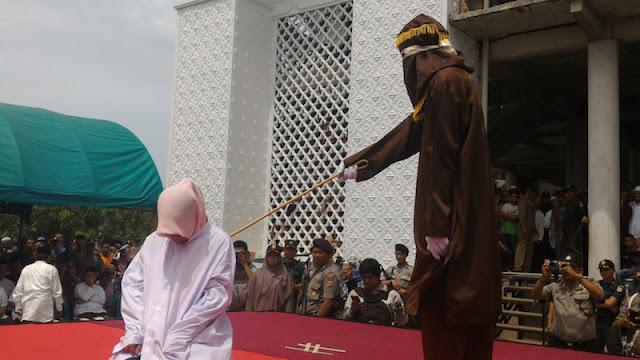 18 Orang Pelanggar Syariat Islam Dihukum Cambuk