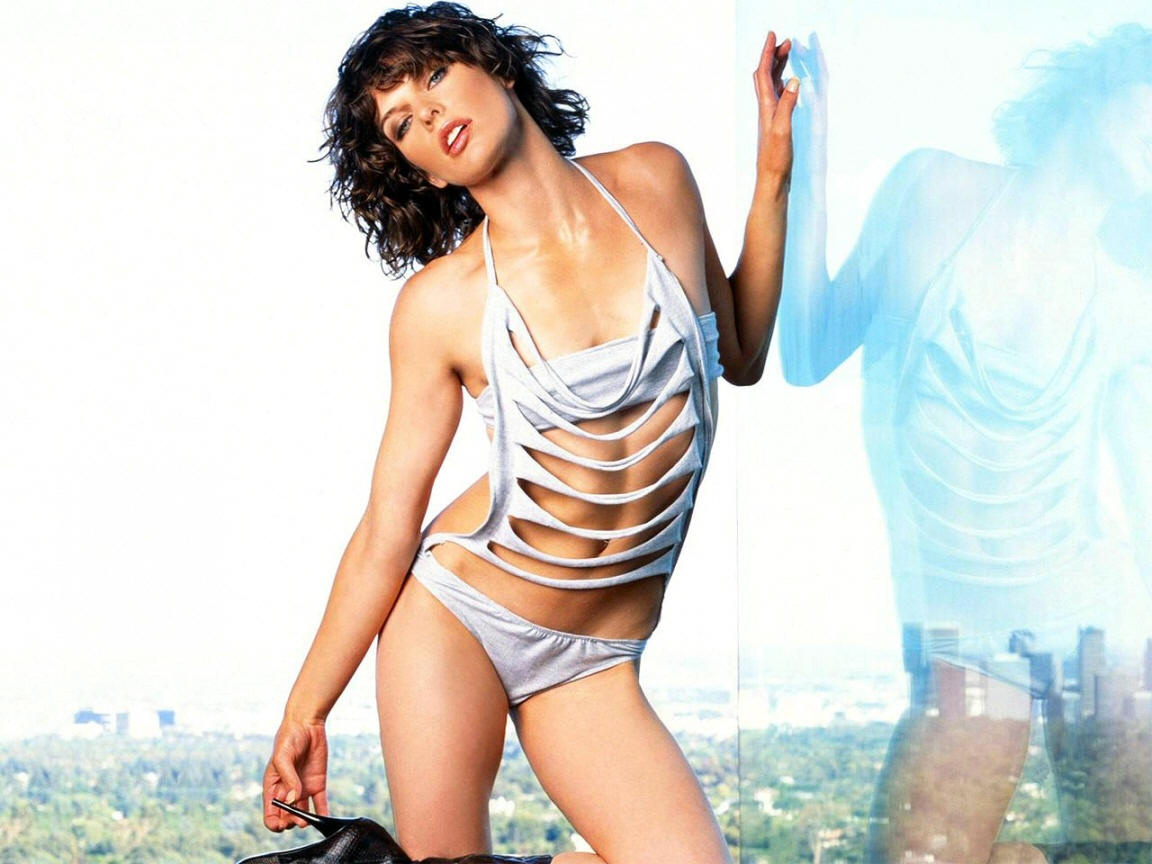 Celebrities In Hot Bikini: Model & Actress Milla Jovovich
