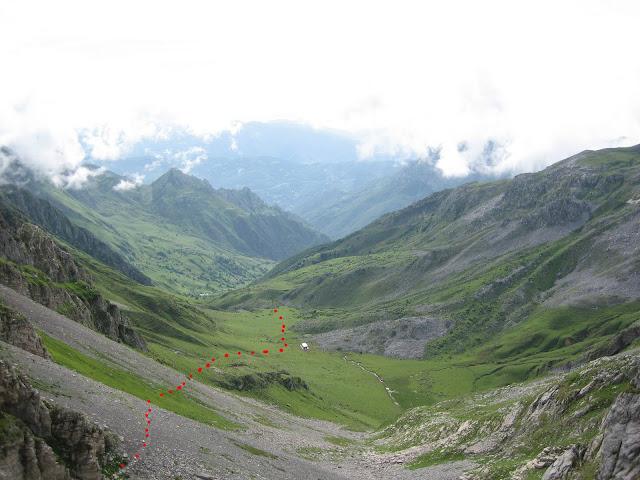 Rutas Montaña Asturias: Vista de la subida por el valle de Covarrubia al Siete y Castillines