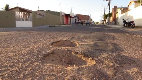 Moradores de Piranhas/AL  denunciam  buracos em ruas da cidade