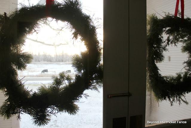 Christmas wreath, front door, cows, pasture, https://goo.gl/xpejCP