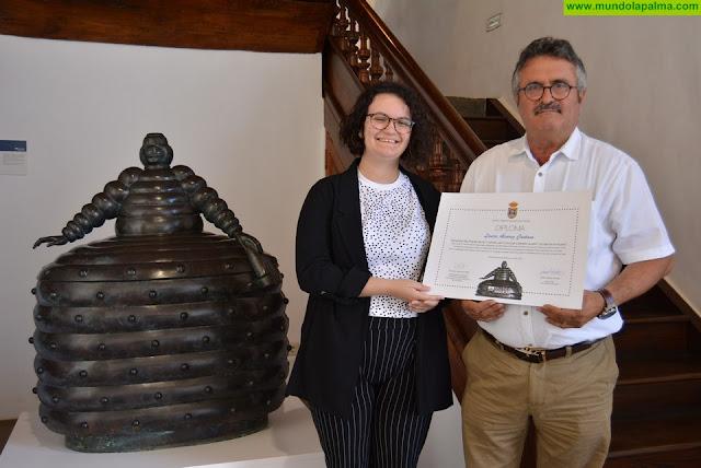 La joven Laura Álvarez, ganadora del concurso literario impulsado por el Museo Insular con motivo del Día del Libro