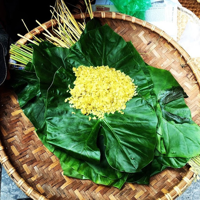 Com (green rice) is a speciality of Hanoi when autumn comes.