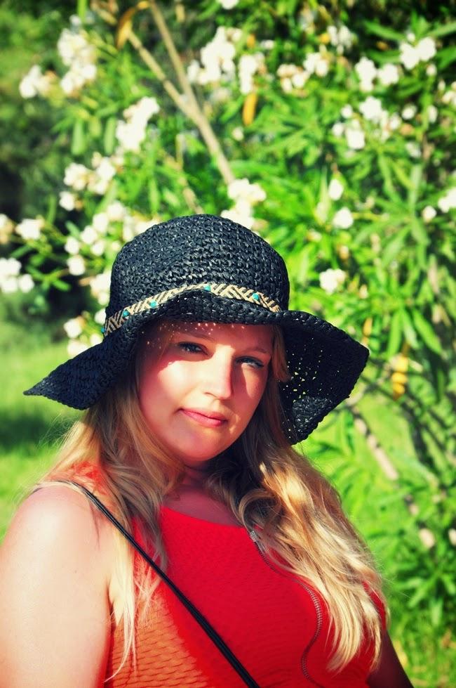 pleciony-kapelusz-zara