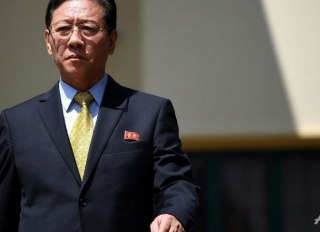 Pemerintah Malaysia mengusir Duta besar Korea Utara Kang Chol, Kang Chol harus hengkang dari negeri Jiran dalam 48 jam sejak keputusan tersebut keluar Sabtu kemarin