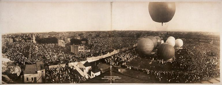 Photographie panoramique de George R. Lawrence d'un concours de ballons à Chicago en 1908