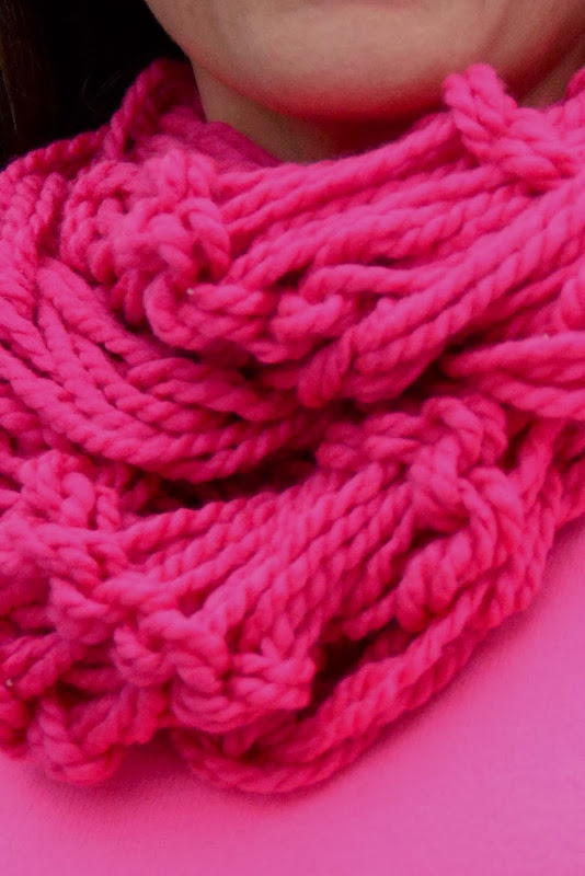 Wool Knitting Tutorial : Aesthetic nest knitting arm knit infinity cowl tutorial