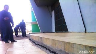 Stadion GBLA retak
