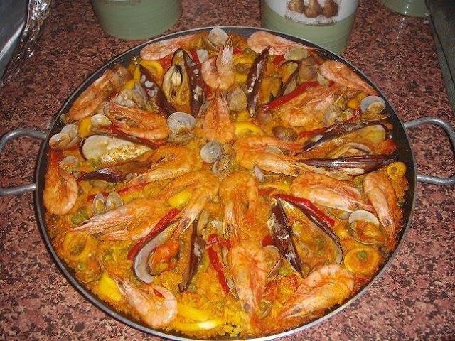 باييلا بفواكه البحر على الطريقة الإسبانية