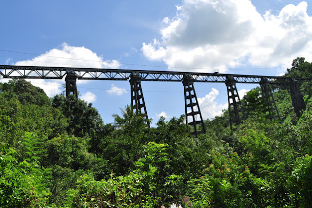 Jembatan kereta api Mrawan.
