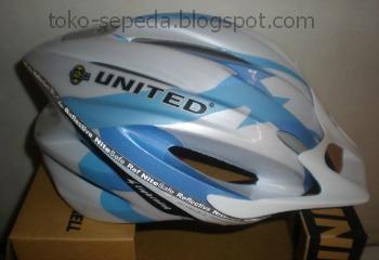 Helm Sepeda United Sepertinya Paling Banyak Dipakai Oleh Para Pecinta Khususnya MTB Seperti Yang Sudah Saya Jelaskan Pada Posting Sebelum Ini