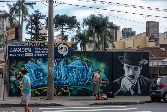 grafite em muro na Rua André de Barros