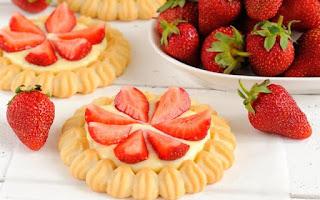 Braškių pyragėliai