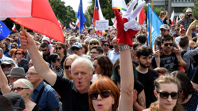 Thousands hold nationwide rallies in Poland against new court reforms