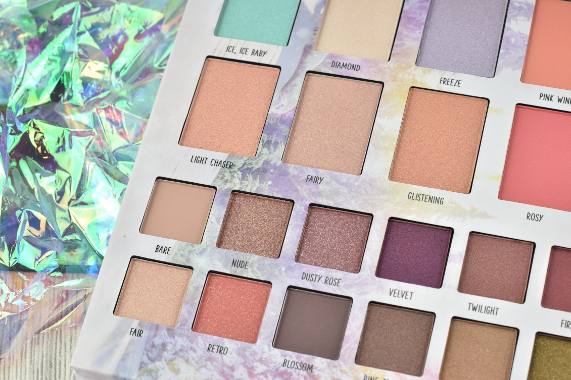 Review und Swatches essence Trend Edition 'into the snow glow' - Face & Eye Palette Blush Highlighter Lidschatten