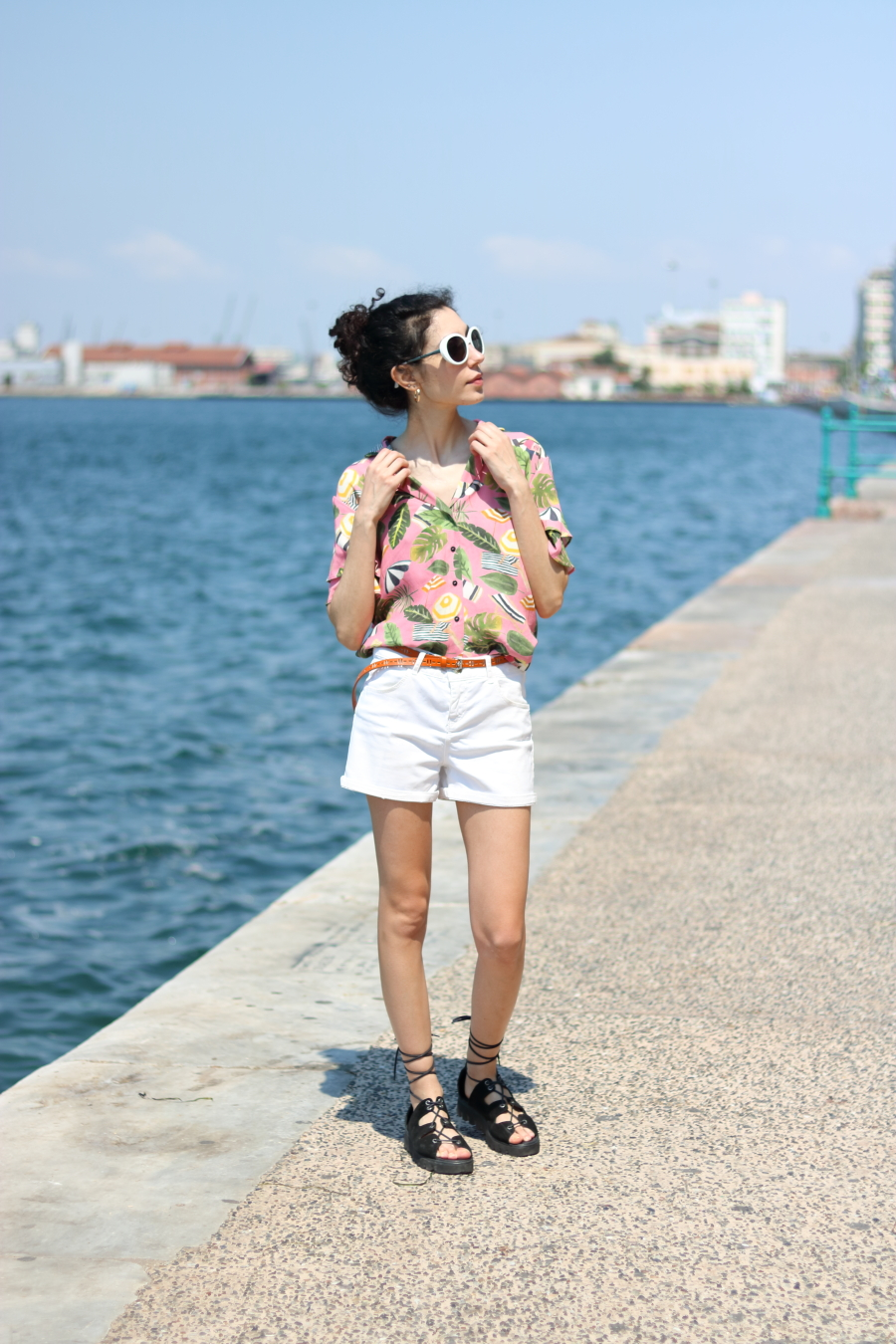 tropical print top - pink - MANGO - white shorts - summer trends - 2017
