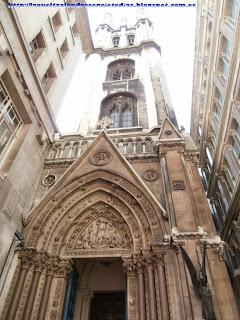 Portada de una iglesia en la City londinense