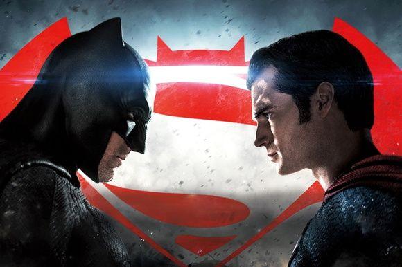 """Durante um evento no ultimo fim de semana, o diretor Zack Snyder voltou a defender a cena das """"Marthas"""" em Batman VS Superman."""