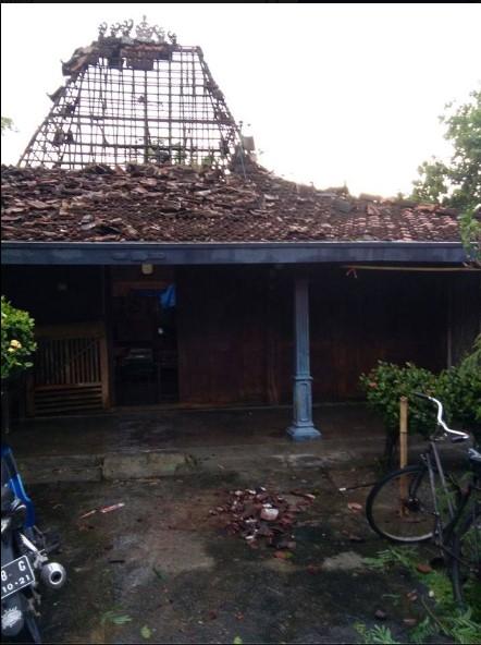 Puting Beliung Menerjang Desa Bringinwareng Winong Pati, Puluhan Rumah Rusak Berat3