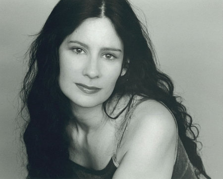 Mia Reeves