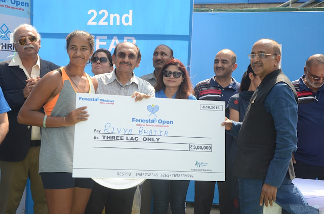 Winner of the Women's single Riya Bhatia with Sports Minister