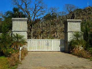 Portão de Entrada do Castelo Henrique Laje, Erguido na Base da Serra do Rio do Rastro