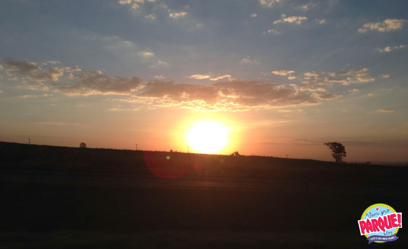 Pôr do Sol lindo de viver na estrada rumo à Uberaba