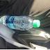 Les pompiers avertissent de ne jamais laisser de bouteilles en plastique dans la voiture