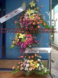 rangkaian karangan bunga standing untuk serah terima jabatan