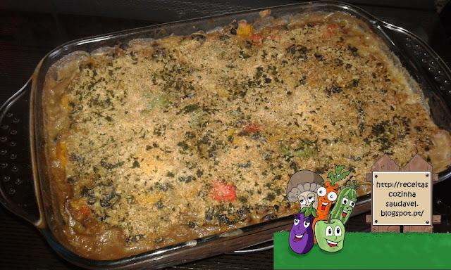 Quinoa com Feijão Preto, Pimentos e Queijo