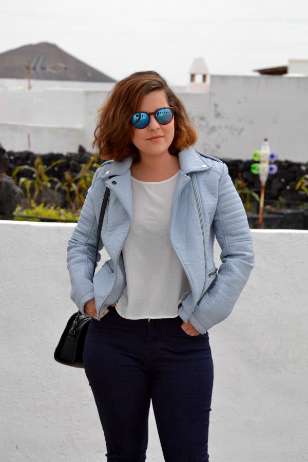 look_cazadora_azul_bebe_celeste_zapatos_cordones_zara_lolalolailo_02