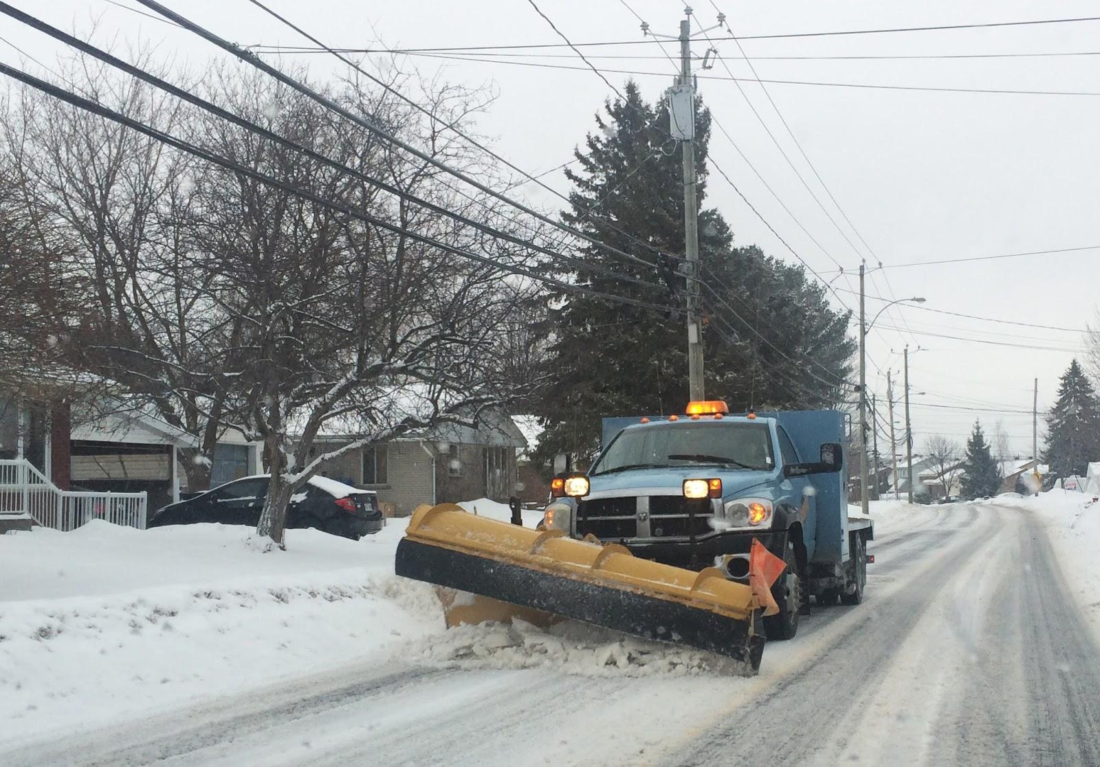 Road surface freeze warning indication