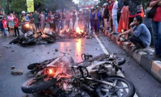 Mahasiswa Makassar Rusuh, 6 Motor Polisi Dibakar