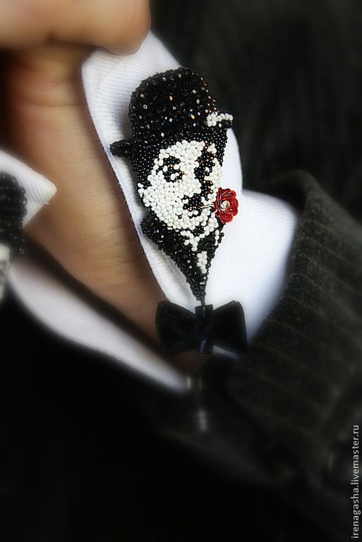brooches with embroidered portraits