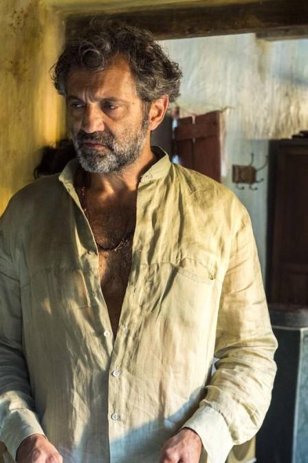 """Corpo de Domingos Montagner é encontrado; ator morre aos 54 anos.../ O ator morreu interpretando o protagonista de """"Velho Chico"""", o agricultor """"Santo""""."""