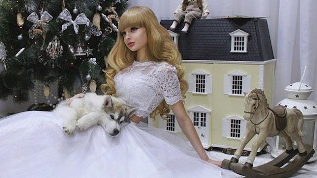 Gadis Cantik Ini Bak Boneka dan Terjebak dalam Dunia Barbie, Sayang Hidupnya Miris Banget!