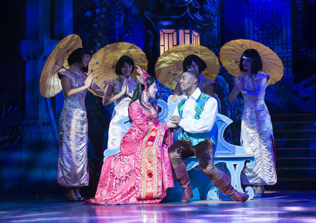 Simon Webbe and Emilie Du Leslay as Aladdin and Princess Jasmine.