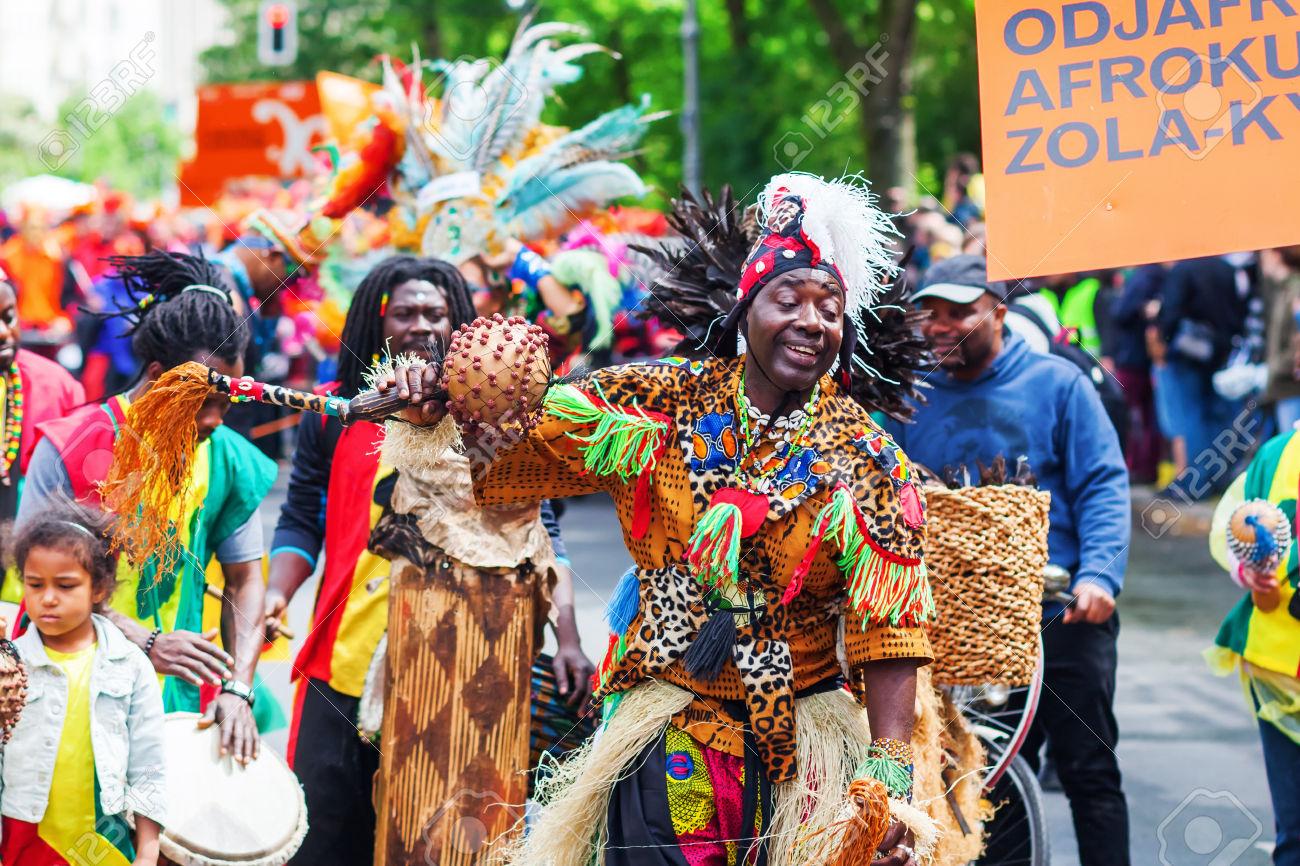Resultado de imagen de dioses enmascarados carnaval haiti